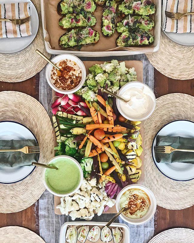 Keepin' it Bright & Light ✨🌈 @hautechefsla drop off catering for the WIN👌🏽🎯 Happy Friday, #glowpeeps 💫#howyouglow #tgif #happyfriday #glowfood