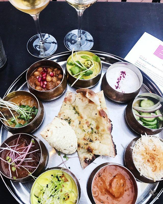 Indian curry sampler + organic / natural wine pairing = #howyouglow 🌈🌈🌈 @bibijisb