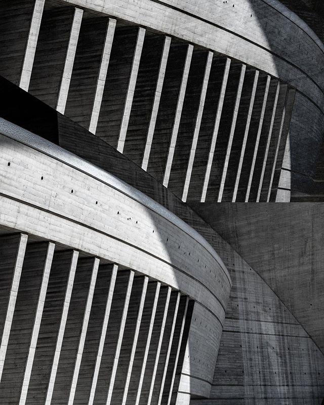 . . . . . #archilovers #architecturelovers #building #architectureporn #architecturephotography #buildings #archidaily #arquitectura #architect #architexture #arquitetura #interior #minimal #brutalism #brutalist #brutal_architecture #betonbrut #brutalistarchitecture #modernistarchitecture #modernist #modernism #concrete #collage #collageart #cutandpaste #collageartist #analogcollage #collagecollectiveco #c_expo #papercollage