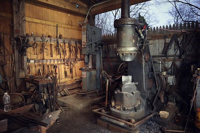 With all the filming and crazy amount of work going on lately, I often forget to stop and take a picture of my surroundings. We get to do a pretty cool thing every day in a pretty cool place.  #ThatWorks #blacksmithshop #blacksmithtools #artshouldhurt #knifecommunity #powerhammer #nazel #ironkiss