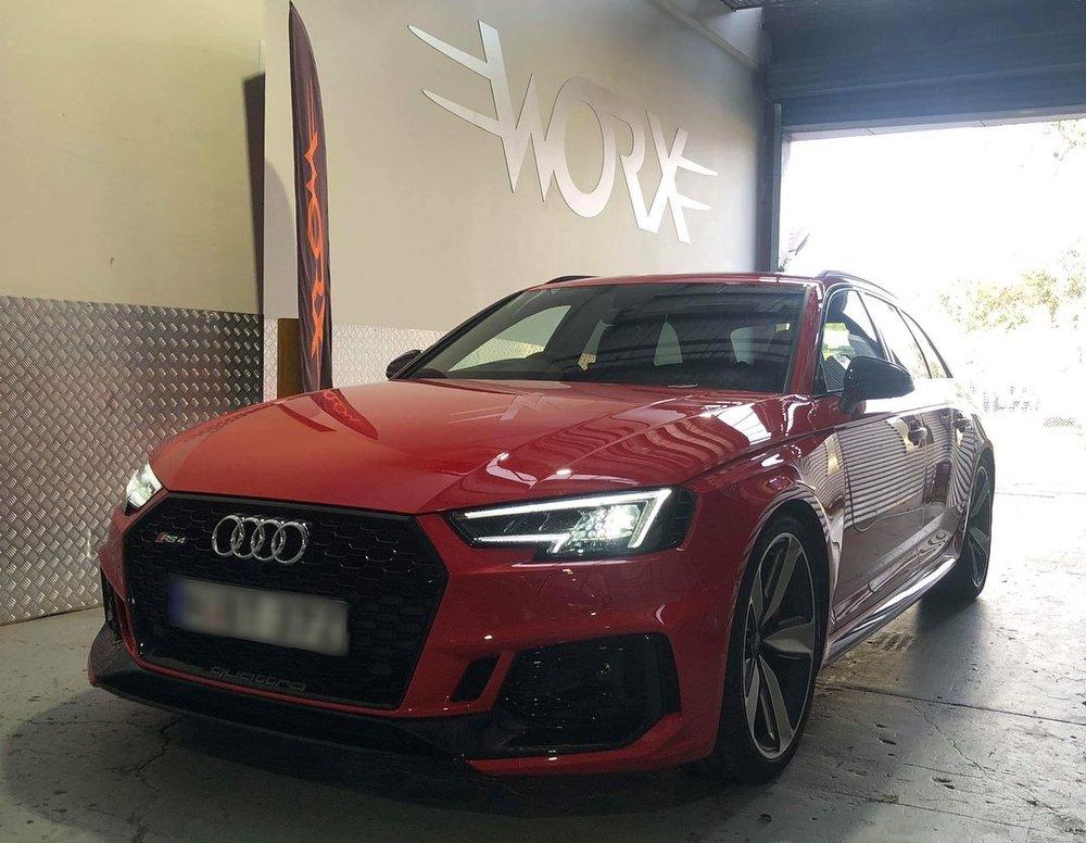 Audi_RS4_wagon_service2.jpg