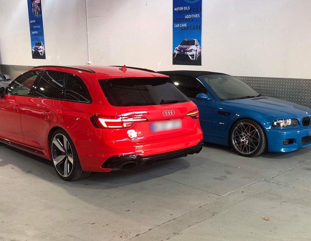 Audi_RS4_wagon_service1.jpg
