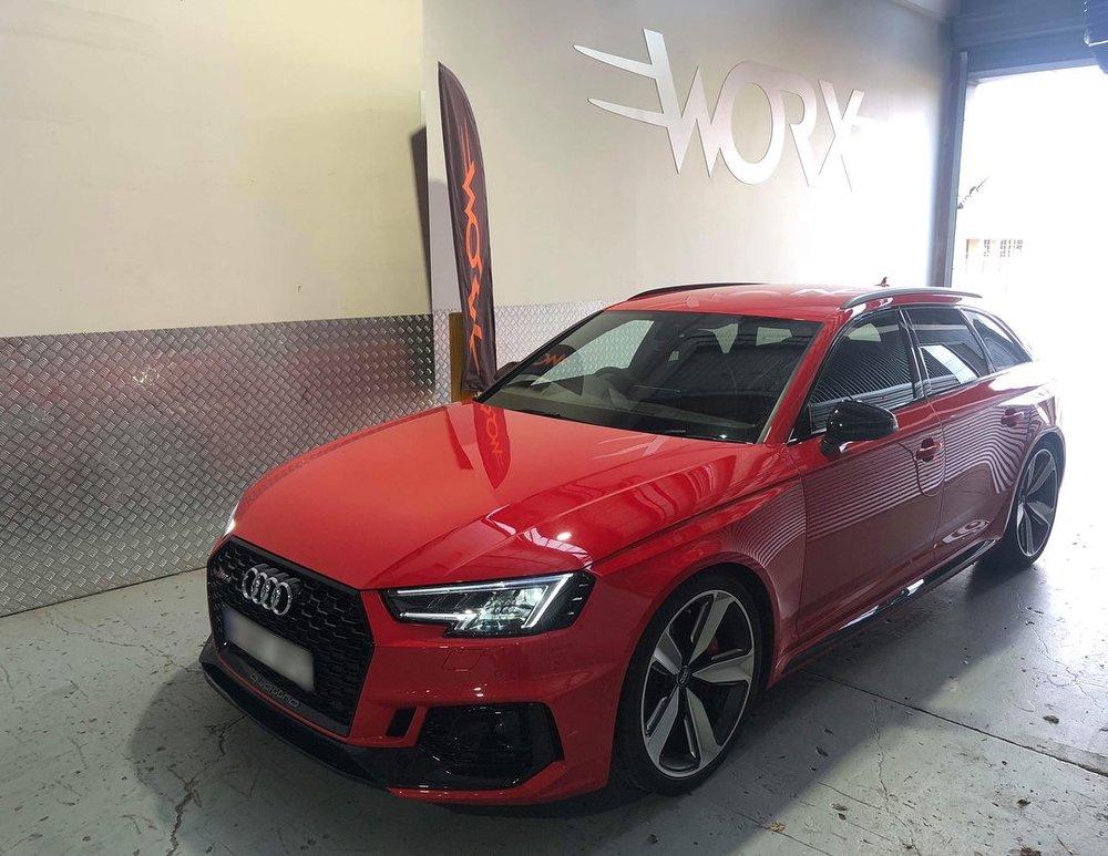 Audi_RS4_wagon_service.jpg
