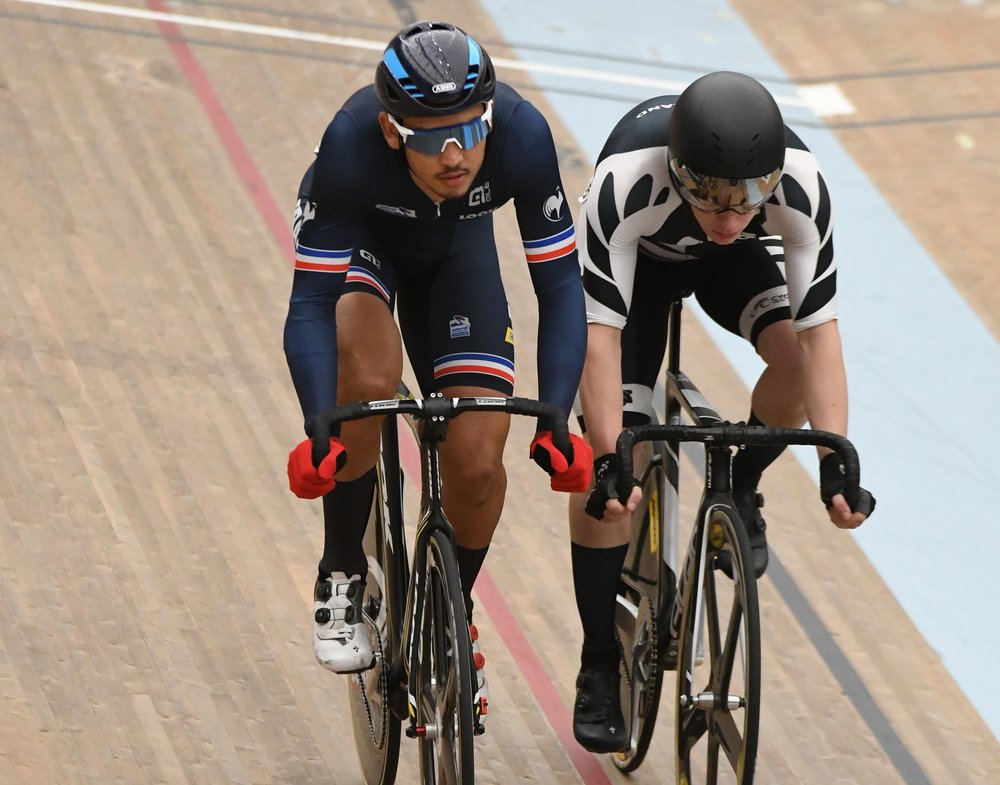Photo: Corbin Strong battles with overall Omnium winner Donavan Grondin (France) during the Omnium at the UCI Junior Track World Championships in Aigle, Switzerland. Pic: ©klementdesign – UCI
