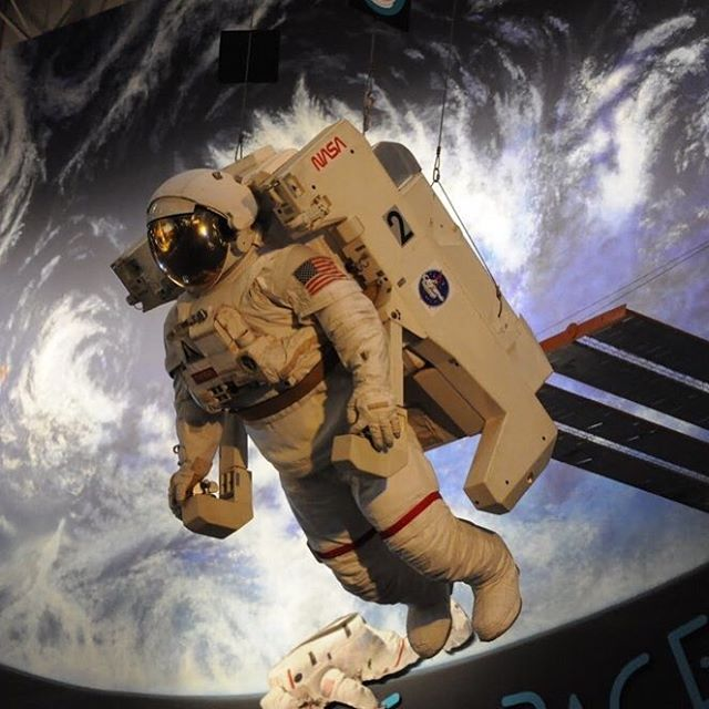 Ever wanted to be an astronaut, build a rocket, or learn about the mystery that is space? We have the best camp for you!! ✨link in bio ✨ - - - #LibertySprings #Liberty #Springs #students #children #summercamp #wintercamp #summer #winter #camp #camps #教育 #교육 #教育 #教育資金 #efeducationfirst #studyabroad #doyoutravel #studyabroadlife  #space #astronaut #astronomy #宇航员 #宇航员 #우주 비행사 #로켓 #火箭 #rockets #NASA #scifi #galaxy #spacecamp