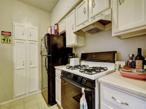3839-Dry-Creek-Dr-132-MLS_Size-014-23-Kitchen-and-Breakfast-002-1024x768-72dpi-300x225.jpg