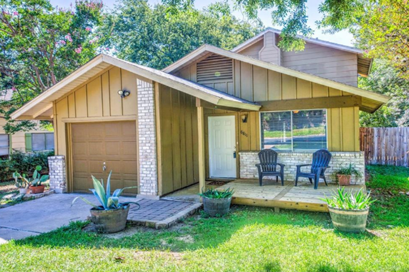How to know what to offer when buying a house - I'm going to go over an example of how to make an offer with a South Austin home that's currently on the market. The information is listed below.