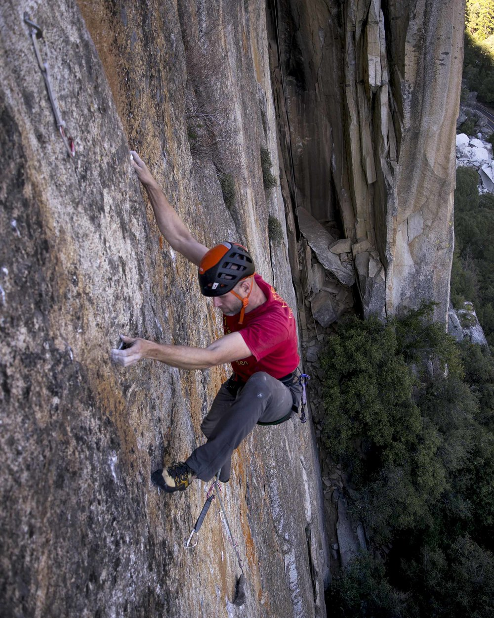 00-2 Mark makes his way up Tennessee Wall in Yosemite National Park