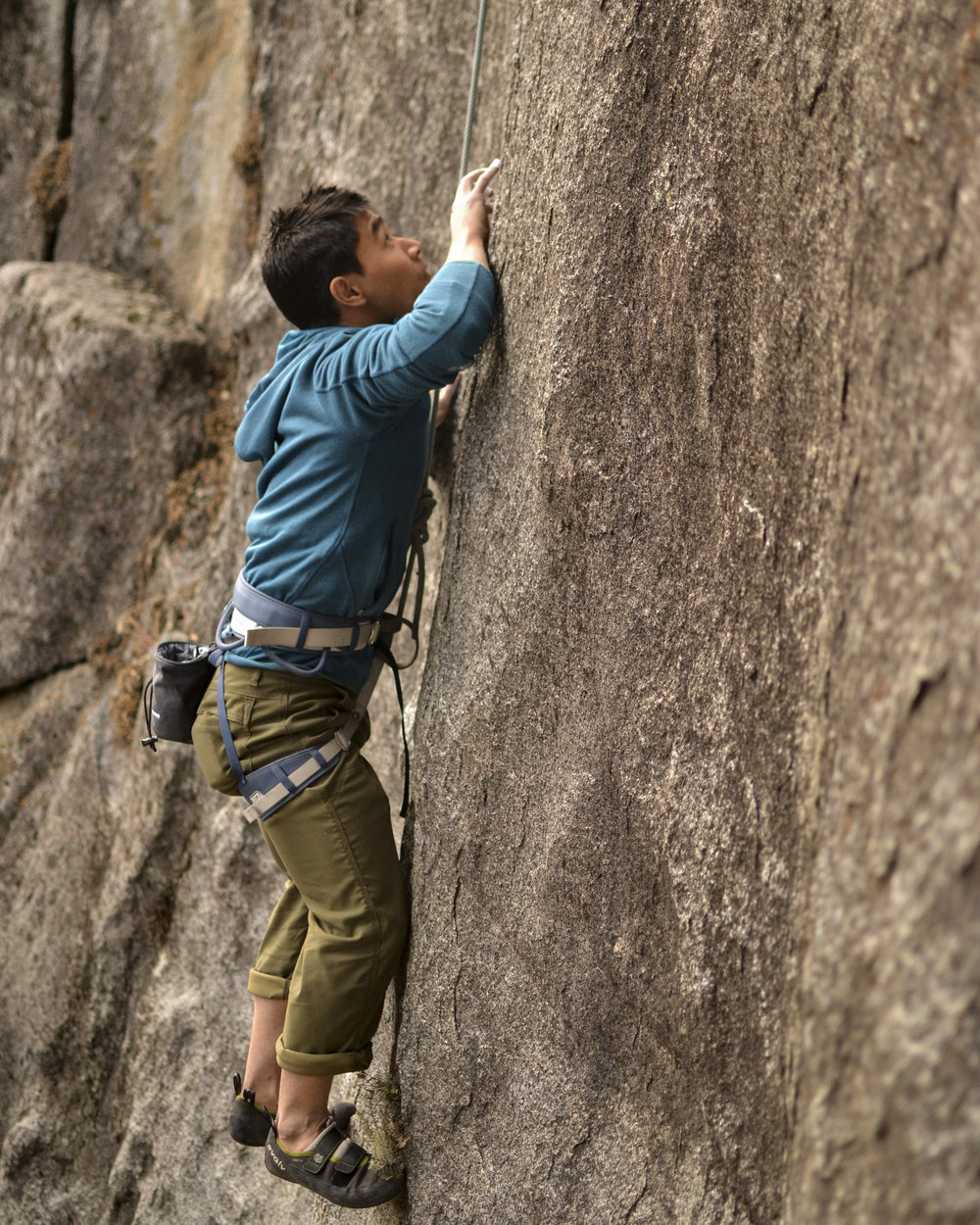 017- Alex looking for pods on an unnamed finger crack in Yosemite National Park