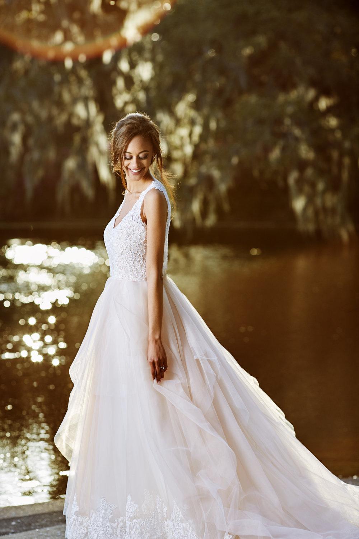 Trendy-Blush-Black-Airlie-Gardens-Wedding-10