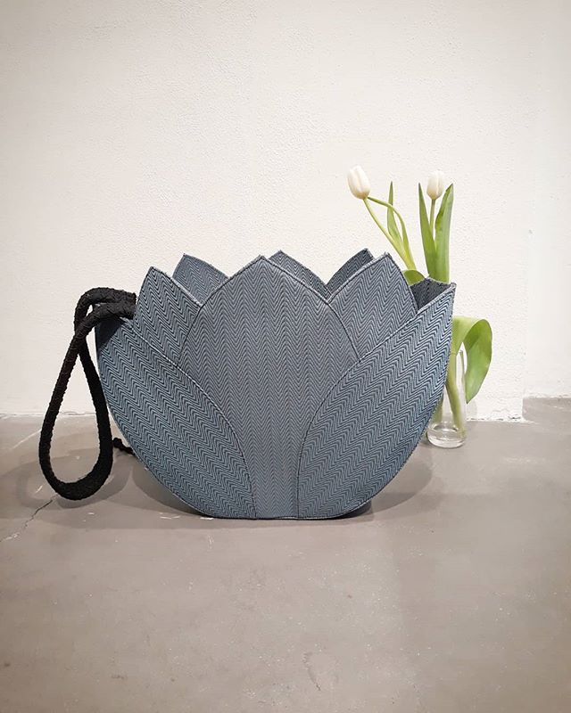 Lotus shopper bag 🍃  #maticollective  #sustainablefashion  #ethicalfashion  #fairfashion  #ecofashion  #madeinitaly  #madeintuscany  #emergingbrand  #emergingfashion #fashionbrand #fashiondesigner  #accessoriesdesign  #SS2019 #naturalfabrics #gardentherapy