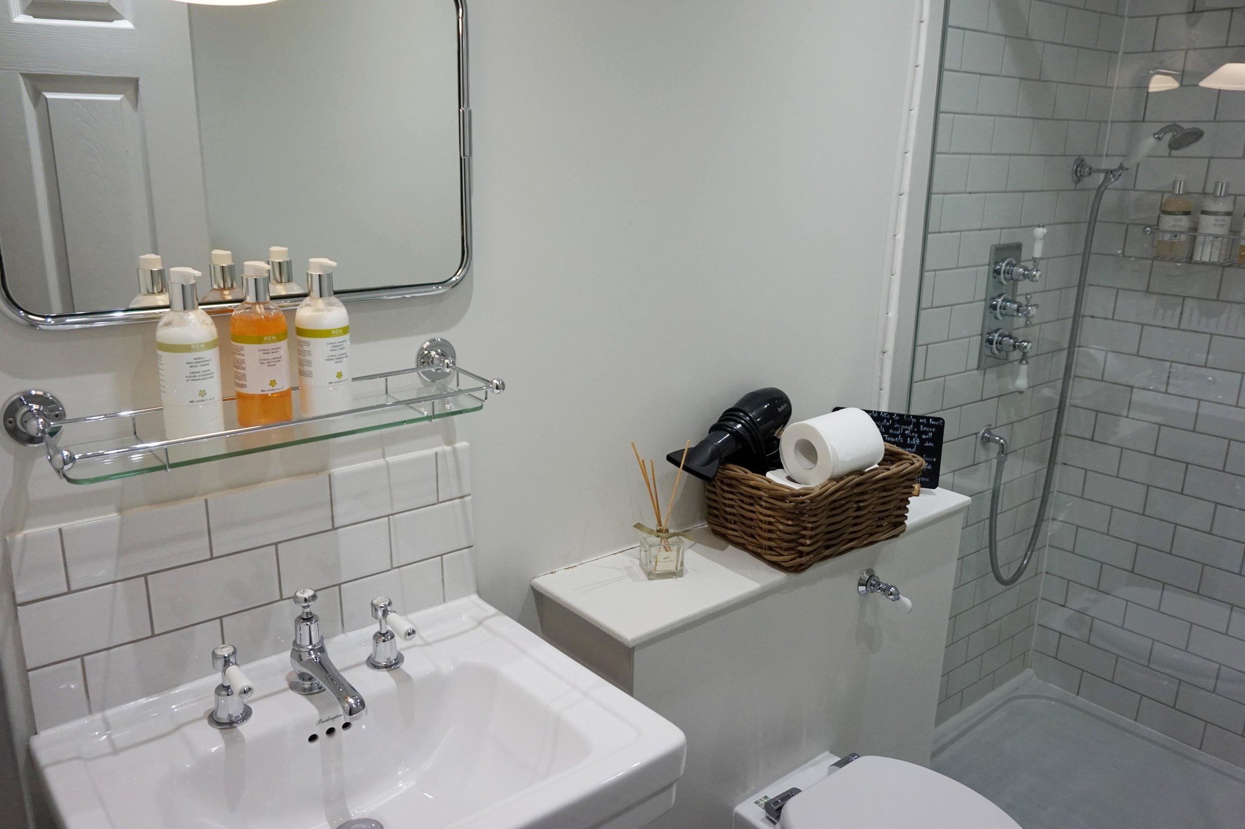 bynoelle-the-plough-inn-kelmscott-hotel3