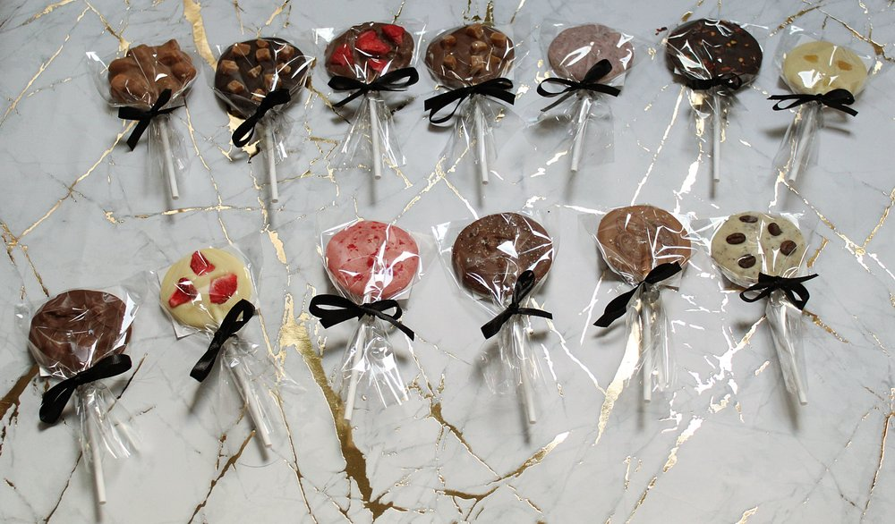 Our brand new chocolate lolly collection is a fun and individual gift- perfect to be enjoyed in guest rooms, via concierge or for an event?