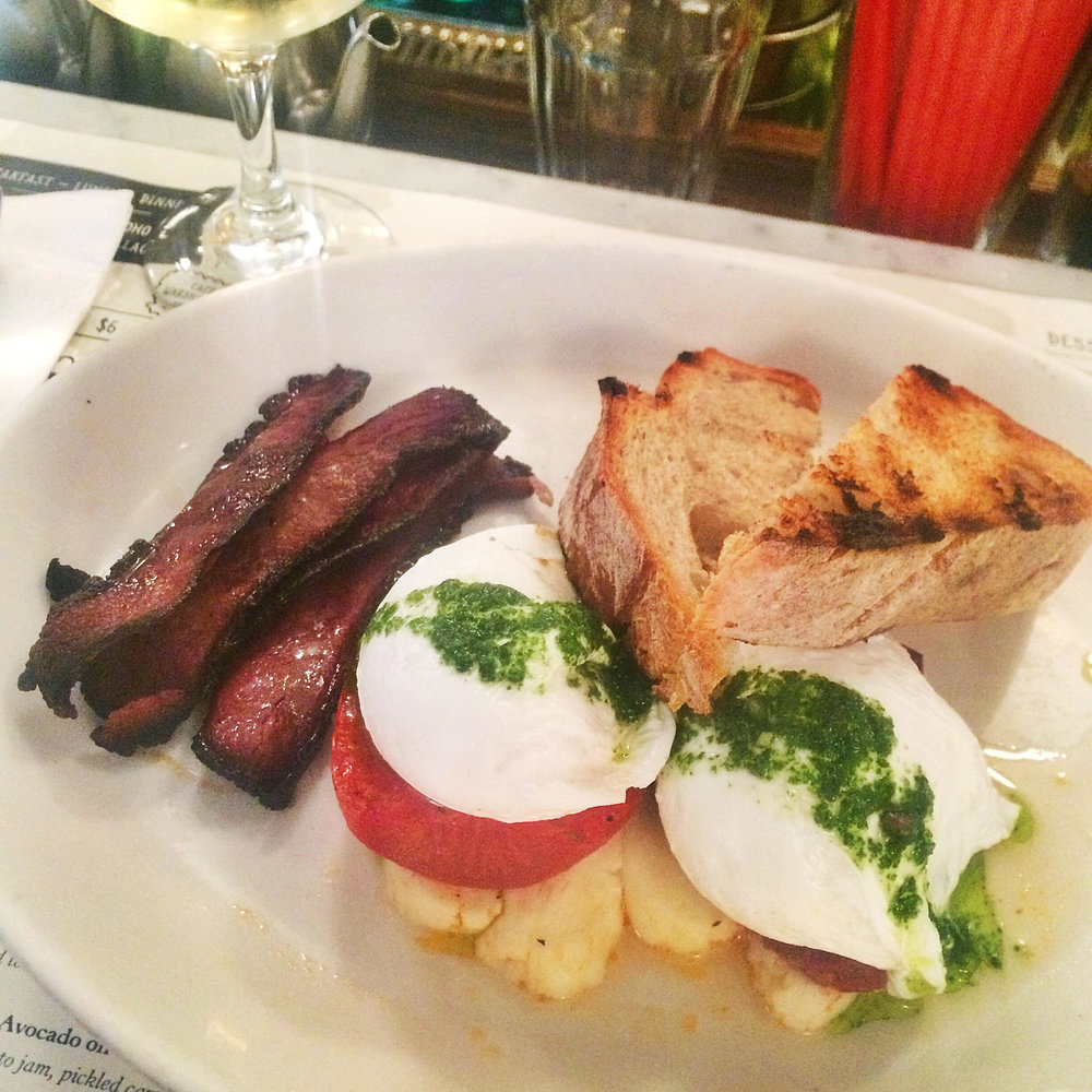 Poached eggs with grilled tomato and haloumi