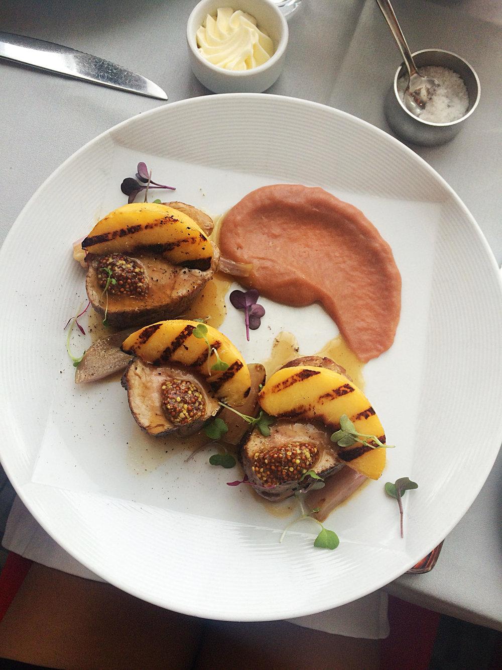 Pork tenderloin with grilled peaches