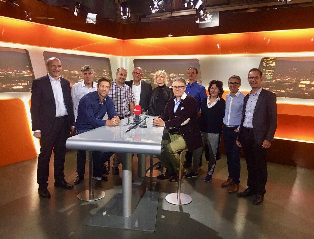 Die Mitglieder des Zürcher Business Clubs bekommen live Einblick in das Tele Züri Studio.