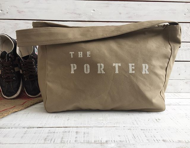 The porter in khaki color , spring the porter ! #etsyfind #silkscreen #bicyclebackpack #silkscreening #messenger #messengerbag #messengerbags #etsysellersofinstagram #theporter #christystudio #backpack #canvasbackpack #travelbackpack
