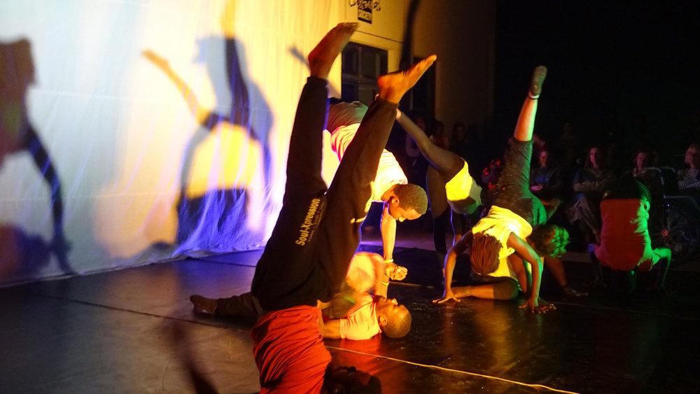 splash-dance-company-performances-german.jpg