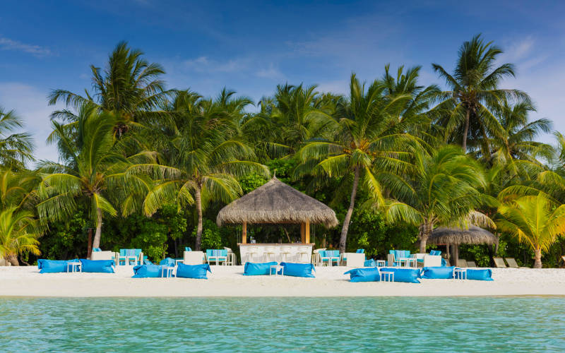 kurumba-maldives-athiri-bar1.jpg