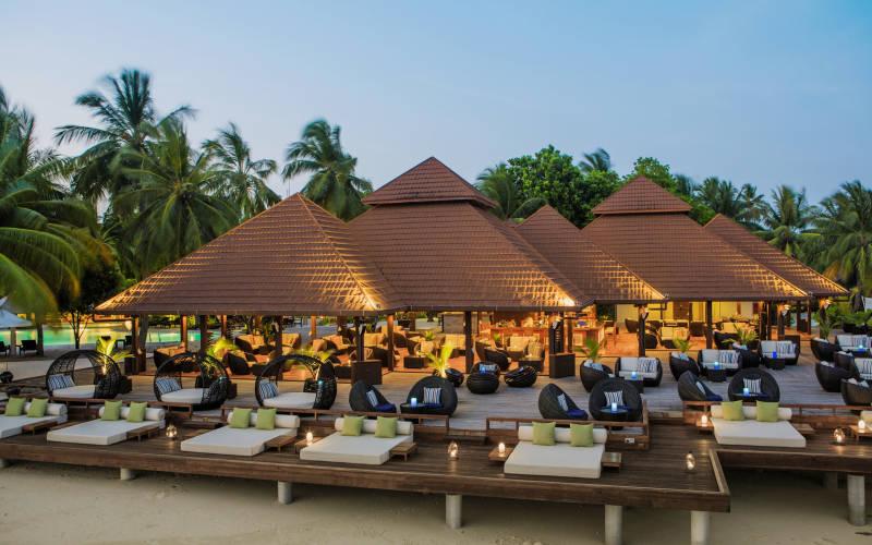 kurumba-maldives-kandu-bar.jpg