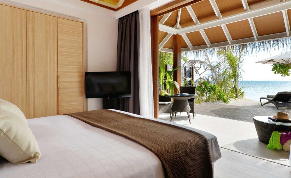 kandolhu-maldives-island-jacuzzi-beach-villa3.JPG