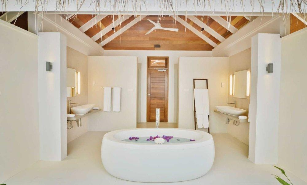 kandolhu-maldives-island-jacuzzi-beach-villa-bath.JPG