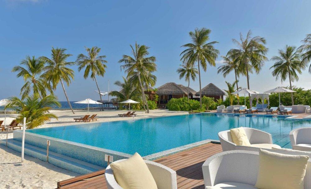 Maafushivaru-island-resort-pool.JPG