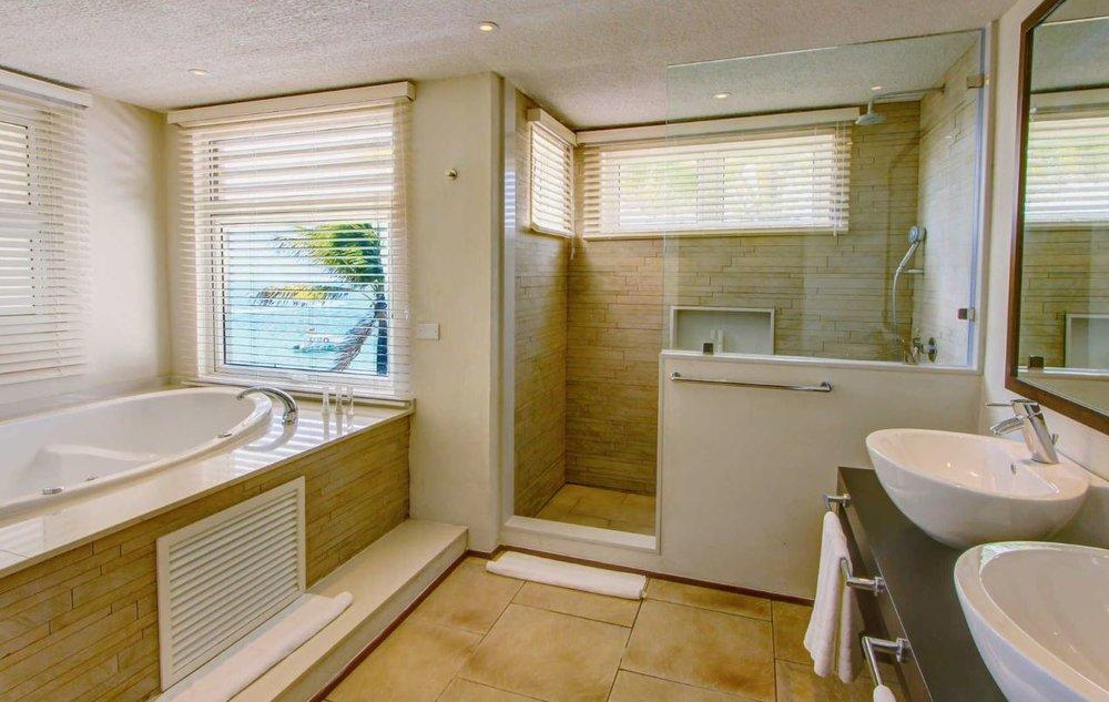 solana-beach-junior-suite-bathroom.JPG