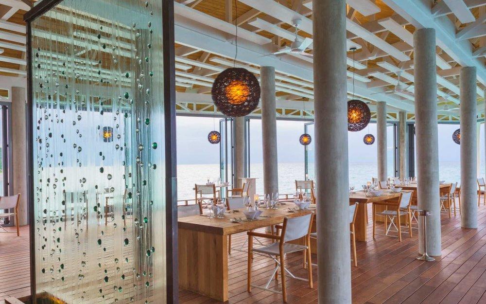 kuramathi-maldives-bar.JPG
