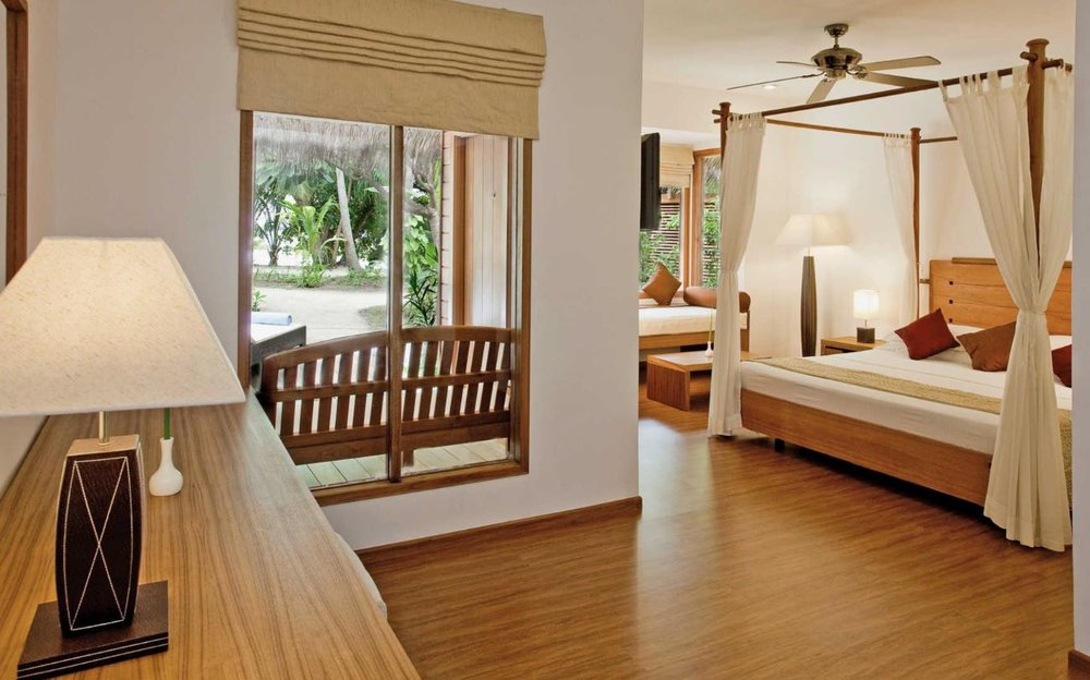 kuramathi-maldives-beach-jacuzzi-villa].JPG