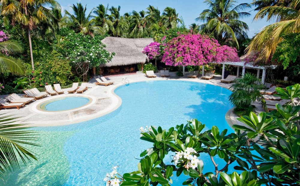 kuramathi-maldives-lagoon-pool.JPG