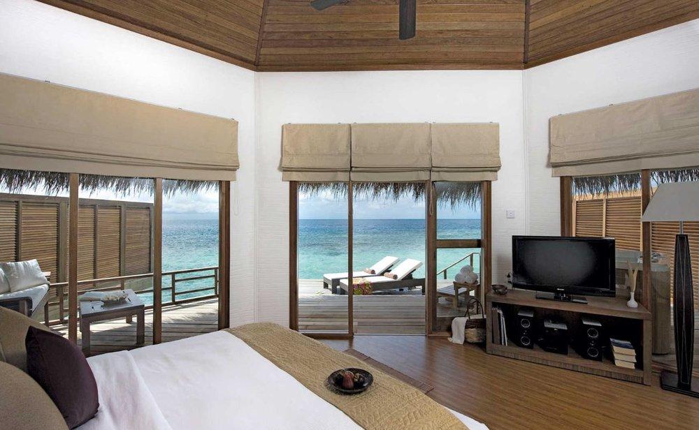 kuramathi-maldives-water-jacuzzi-villa2.JPG