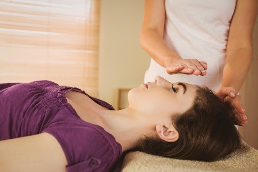 Reiki hands on head.jpg