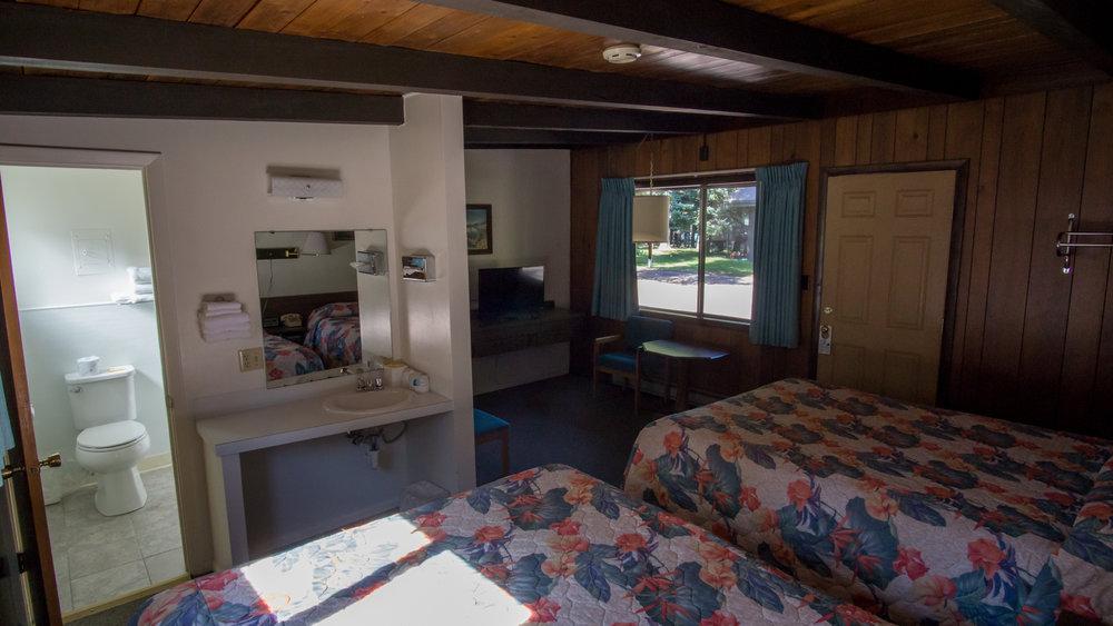motel2queen-1.jpg