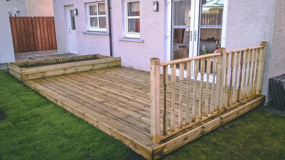 Echt Decking, handrail and raised border installation