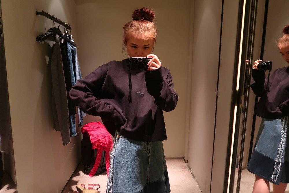 selfie_acne_studios_sweatshirt.jpg