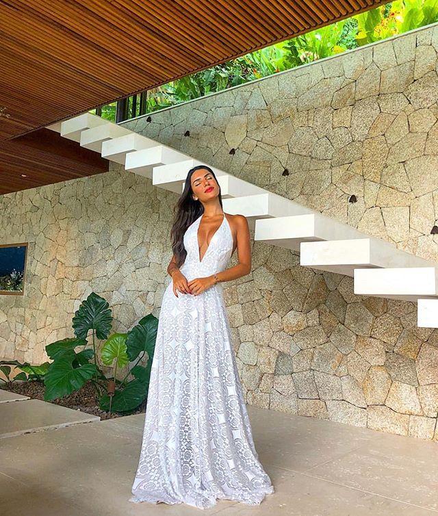 Smooth & Stunning in White 😍 @carolinanevesribeiro