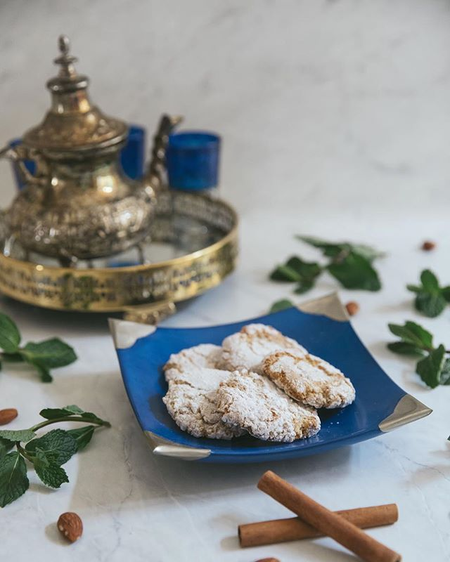 It's wind down wednesday and we know just the thing to do... it's #teatime with our favourite Moroccan pastries #HappyWednesday! . . . #Lalla #MoroccanFood #MoroccanStyle #GoodFood #MediterraneanFood #HappyHumpday #AfternoonTeatime #MyLallaHk #HkEats #HkFood #Cookies #Pastries #HkCity #HkFoodBlogger #DeliciousFood