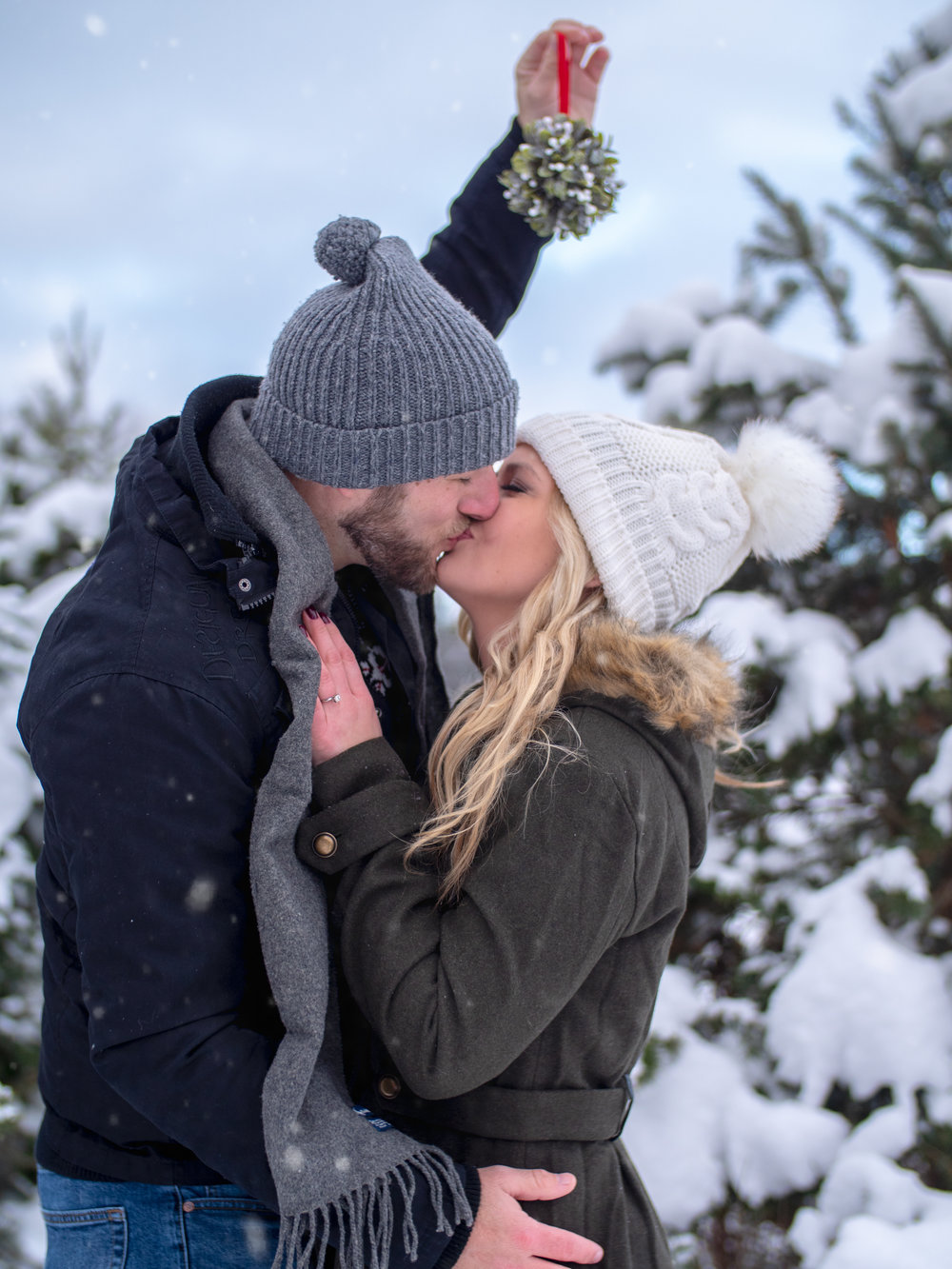kiss photography snow cold