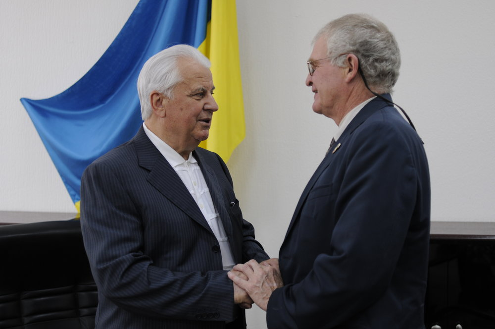 Dr. Teschner (right) with the former President of Ukraine