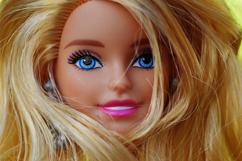 beauty_barbie_pretty_doll_charming_children_toys_girl_face-1047882.jpg