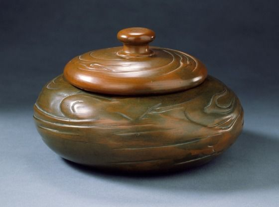 Mark Sample - Mark Sample specializes in early 20th century art pottery of the Arts and Crafts era.