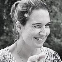 Mara-Lena Maloiseau  Im Schwarzwald geboren, von der Bretagne seit Kindesbeinen fasziniert, in Wiesbaden heimisch geworden. Die Liebe zur Natur und zu den Menschen prägen die Chefin. Das stilvolle Ambiente der Lohmühle lässt die kreative Handschrift von Mara-Lena Maloiseau erkennen.