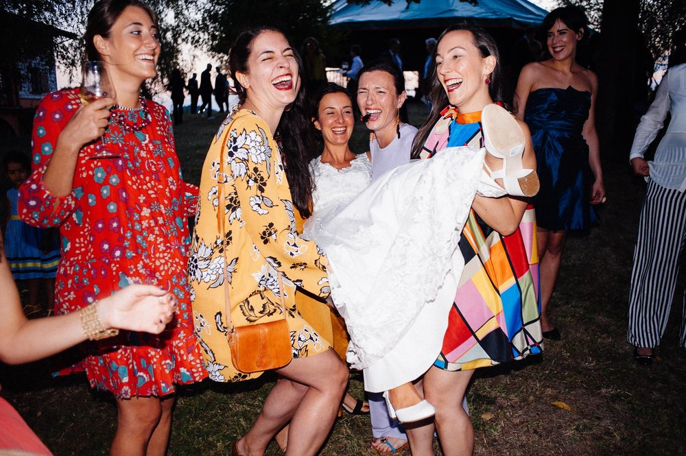 bridesmaids-and-friends-play-with-the-bride-film-style-color-wedding.jpg