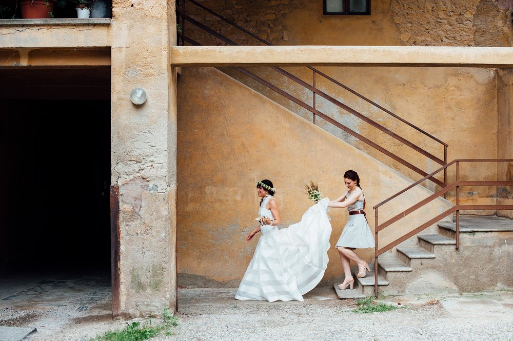 the-bride-is-ready-for-the-ceremony-wedding-in-italy.jpg