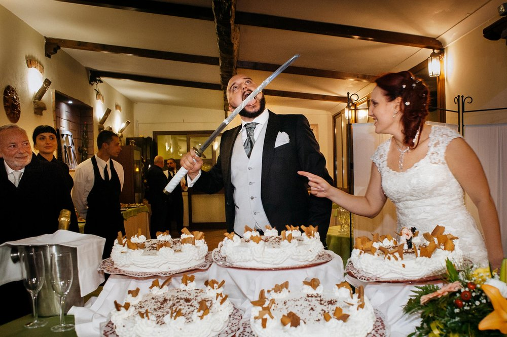 wedding-cake-cutting-with-a-katana.jpg