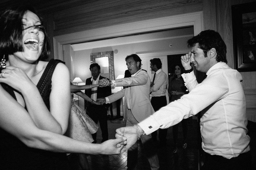 crazy-dancing-during-wedding-reception-switzerland-black-and-white-black-and-white-wedding-photography.jpg