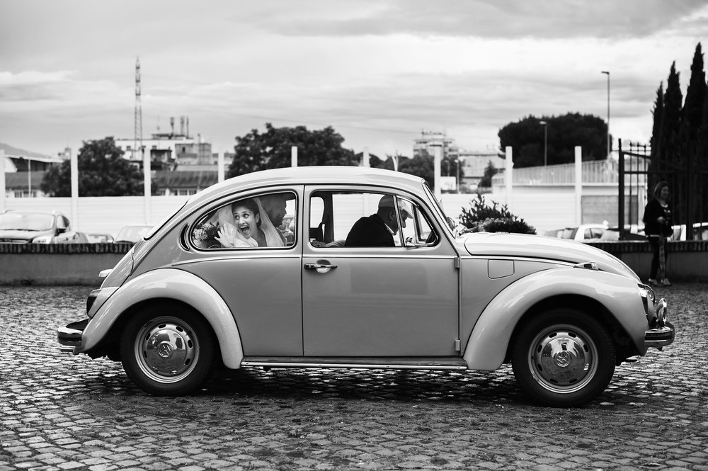 the-bride-arrives-in-old-volkswagen-beetle-italy-black-and-white-wedding-photography.jpg