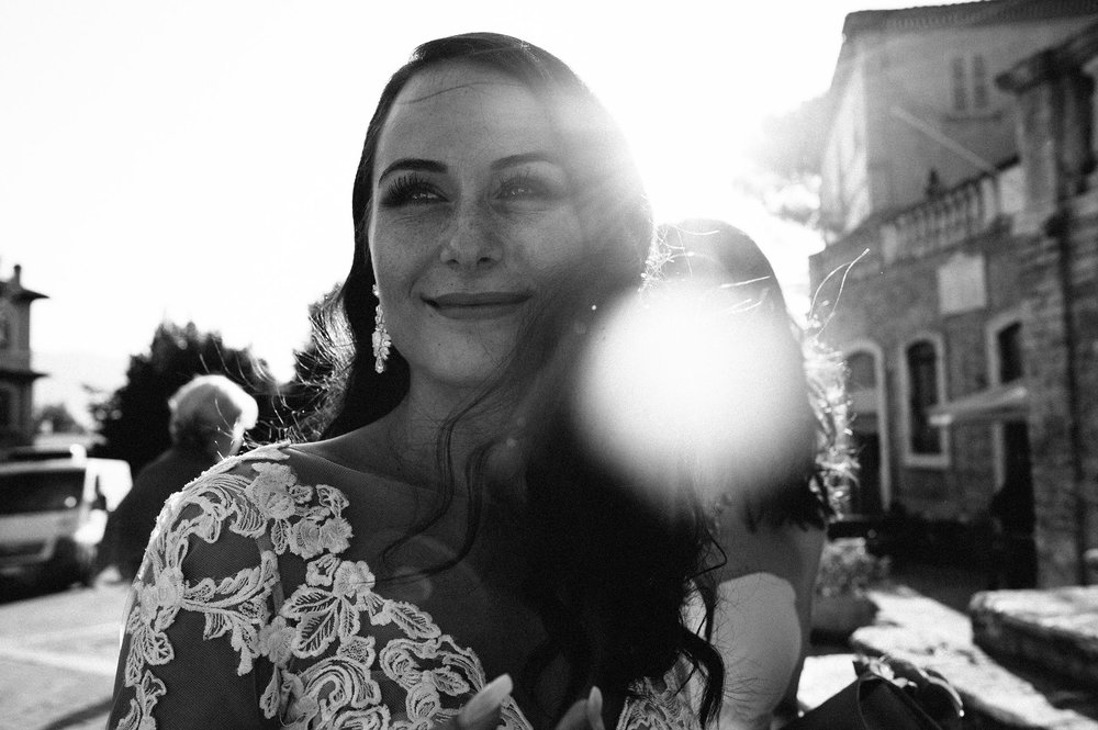 beautiful-bride-backlight-black-and-white-wedding-photography.jpg