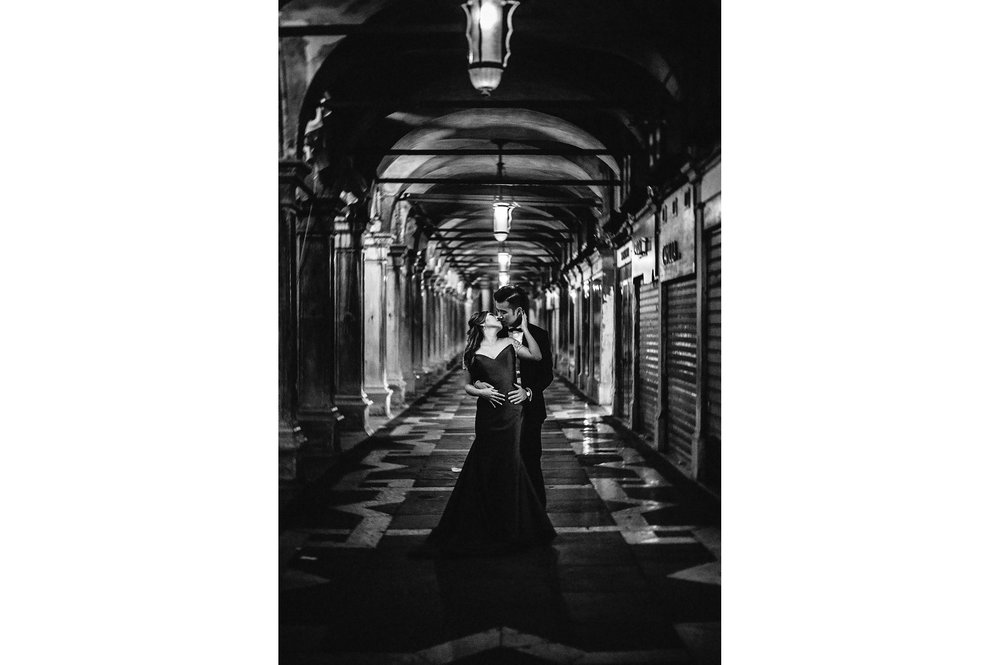 love-in-venice-portico-at-night-black-and-white-wedding-photography.jpg